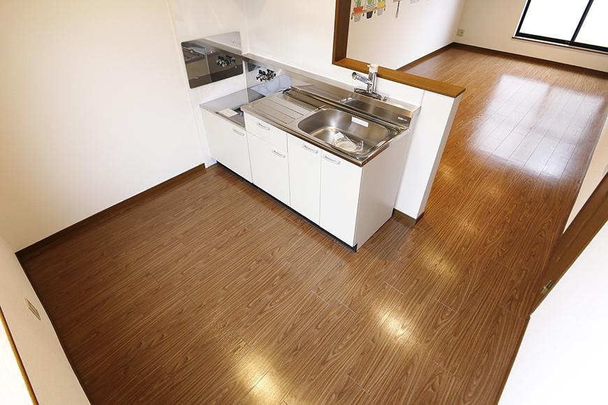清須市【シャトー】102号室_二階_LDK_キッチン周り_全景_MG_8651