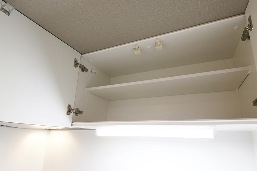 【NNS121】904号室_キッチン周り_頭上収納棚_MG_0944