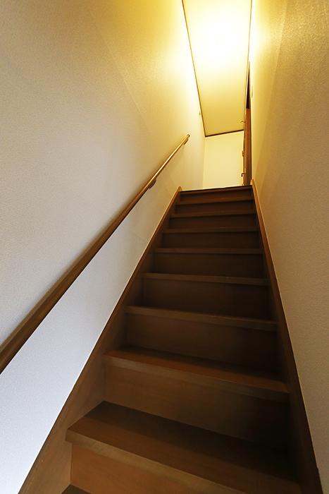 清須市【シャトー】102号室_二階_LDK_三階居室への階段_MG_8722