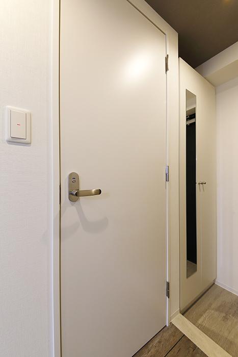 【NNS121】904号室_水回りへのドア_MG_0796