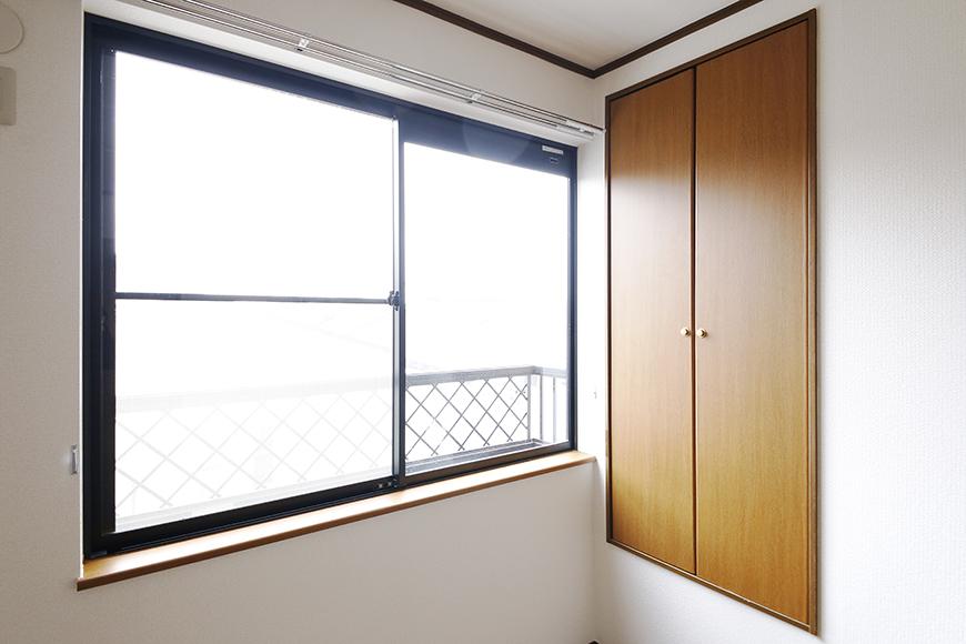 清須市【シャトー】102号室_三階_洋室(東側)_窓際に収納スペース_MG_8749