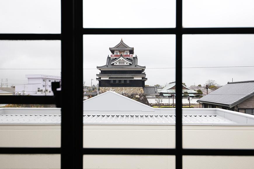 清須市【シャトー】102号室_三階_洋室(西側)_窓から清須城を眺める_MG_8810