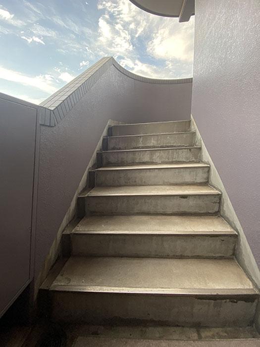 ケイズマンション泉階段