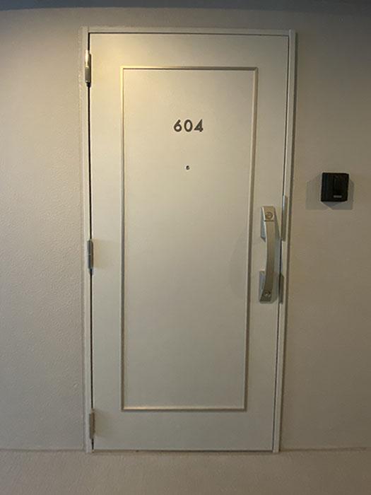 アンジュ栄玄関ドア
