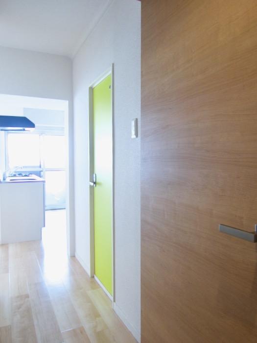 鮮やかな扉 朝日が似合うお部屋。 南山ビル403号室00001
