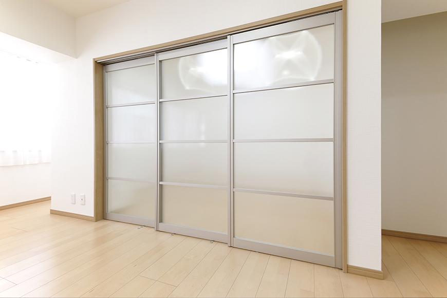 【ハイライク栄ハイツ】_805号室_LDKと洋室1を仕切るスライド式のドア_MG_3287