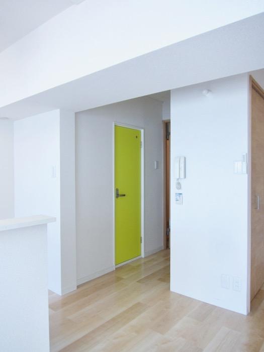 鮮やかな扉 朝日が似合うお部屋。 南山ビル403号室00002