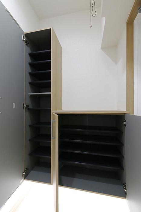 【ハイライク栄ハイツ】_805号室_玄関_2タイプのシューズボックスが並んでます_MG_2997