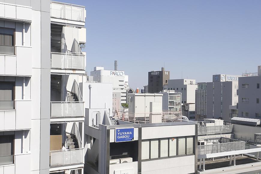 【ハイライク栄ハイツ】_805号室_LDK_窓からの眺望_遠くの方にパルコの文字が_MG_3404