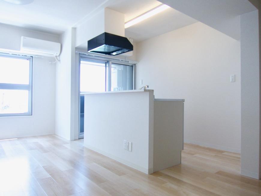 アイランドキッチン 朝日が似合うお部屋。 南山ビル403号室00002