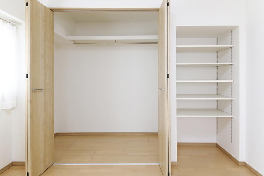 【ハイライク栄ハイツ】_805号室_洋室2_クローゼットと収納棚_MG_3372