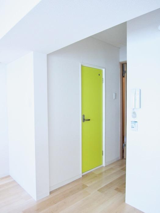 鮮やかな扉 朝日が似合うお部屋。 南山ビル403号室00003