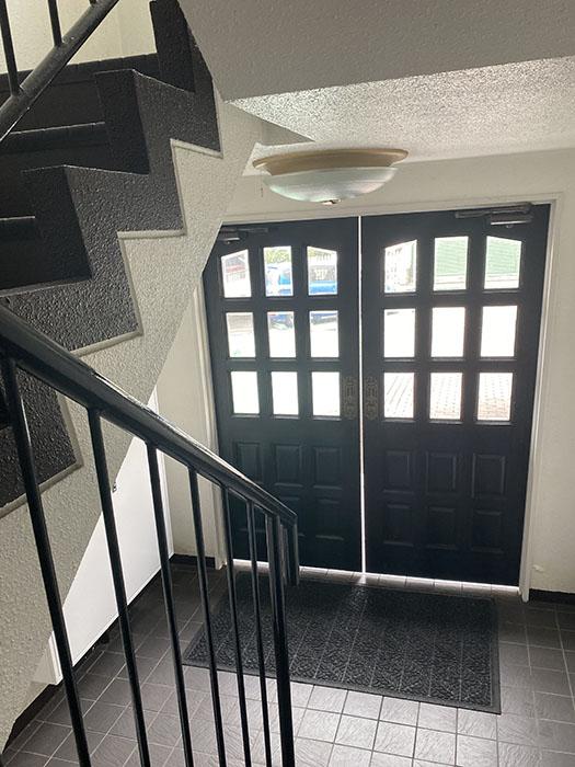 MA MAISON 参番館 401号室階段