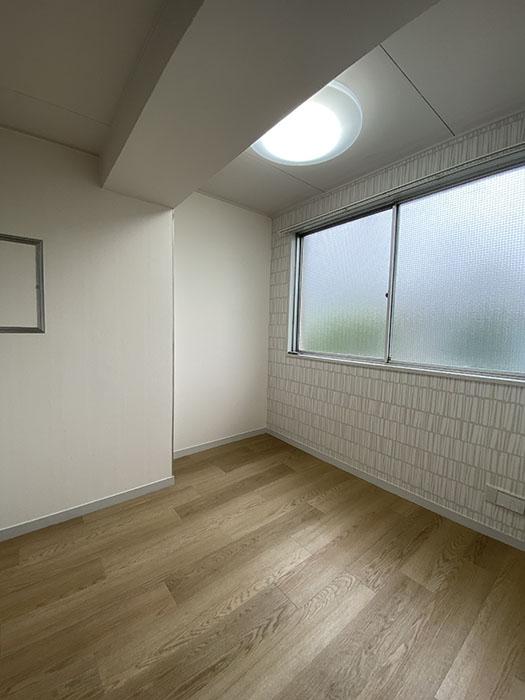 カヤノビル3D玄関前の洋室