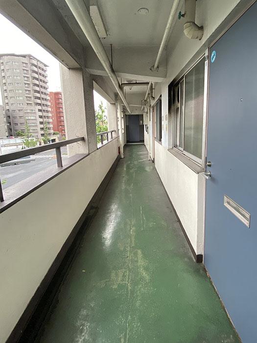 カヤノビル廊下