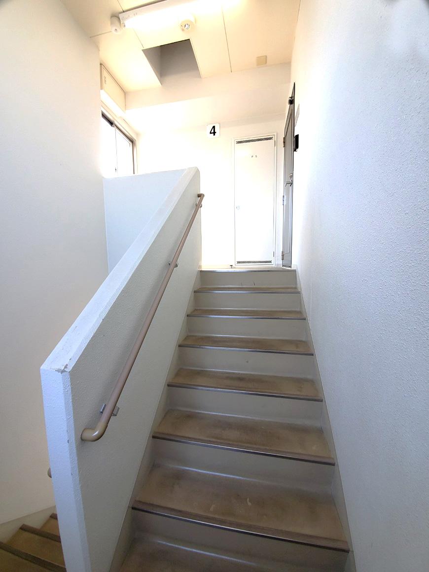 6_4階までの階段