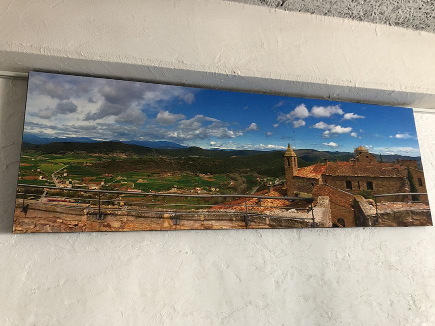オフィス写真_丘の上からパラドール(古城ホテル)を臨む風景 ーバルセロナ郊外の丘:パラドール・デ・カルドナよりー