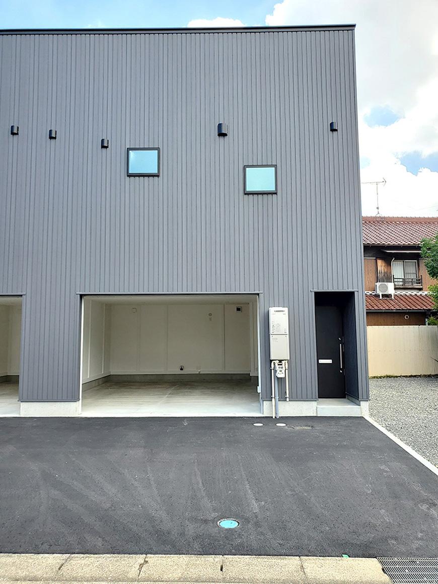 08_外観_B側正面駐車間口2