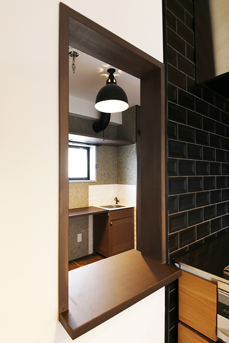 ロイヤルハイツタニ_306号室_LDK_キッチンからワークスペースの仕切り_MG_2393