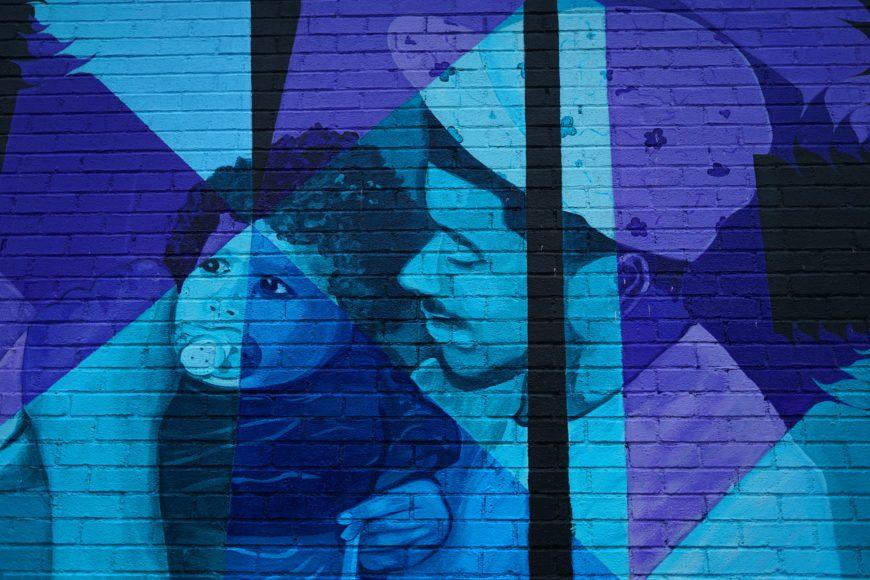 ブルーのレンガ壁に生まれ変わったアート_085F1D66-491C-425C-A8BC-A440D059BA6B