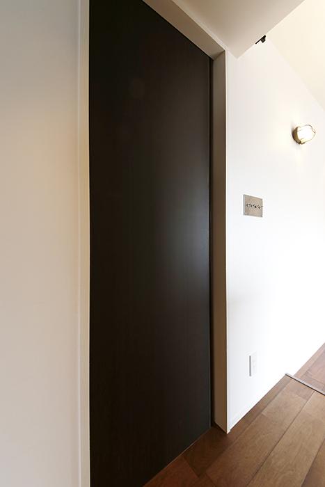 ロイヤルハイツタニ_306号室_廊下_LDK手前の左側に水周りのドア_MG_2166