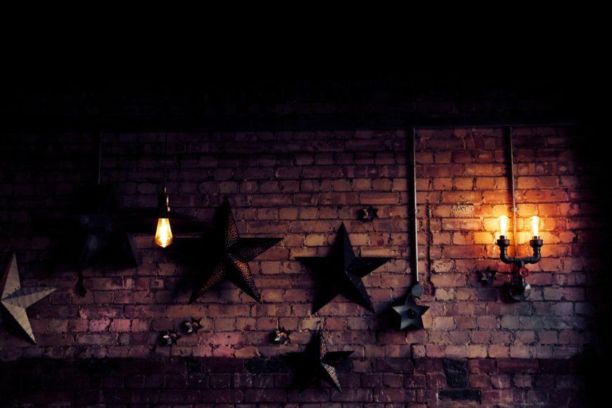 クールで可愛いマネしたいレンガ壁の飾り方_9987053A-F5E6-4E6F-B454-D51832FFC927