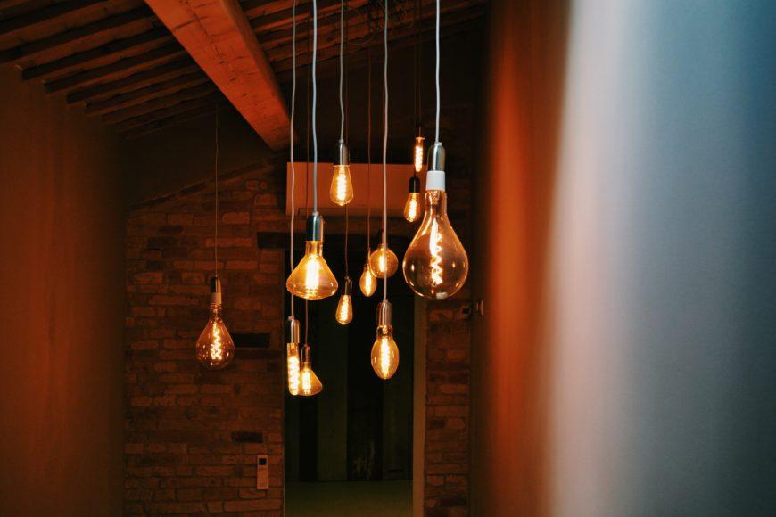 スタイル違いの電球使いが素敵な照明演出_CBAE87F8-8D67-4090-A3EE-AC8C59C013A0