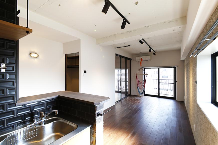 ロイヤルハイツタニ_306号室_LDK_キッチンからリビングへの眺め_MG_2398
