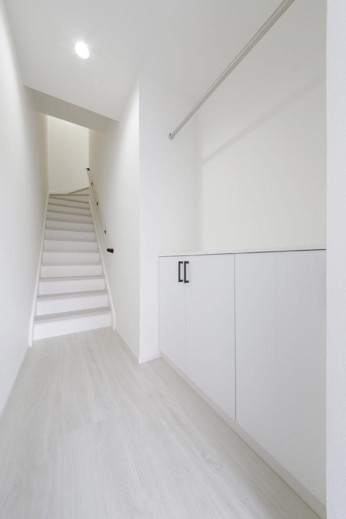 A_7玄関から階段_MG_9583