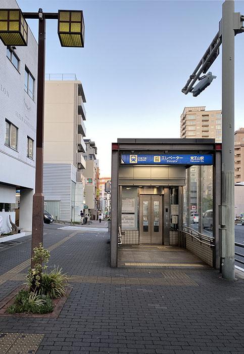 カーサタカミ覚王山 地下鉄出口