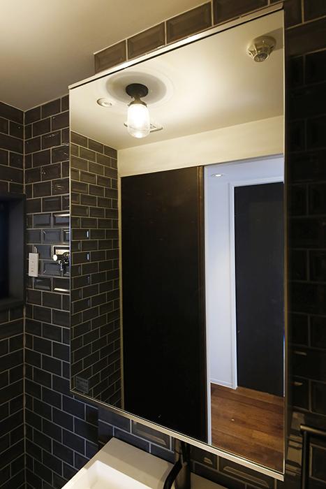ロイヤルハイツタニ_306号室_水周り_独立洗面台_鏡の裏の収納_MG_2229