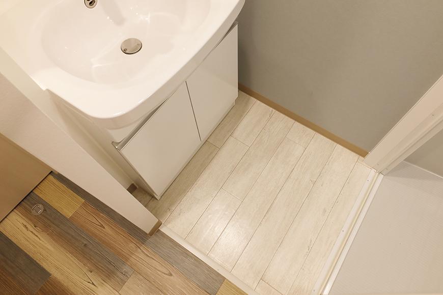 星が丘【02/HM】303号室_独立洗面台まわりの壁紙や床材_MG_5428