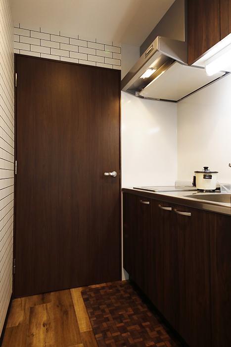 星が丘【02/HM】301号室_キッチン周り_玄関側のドアを開閉_MG_5052