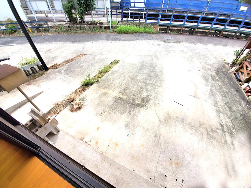 リビングからの駐車場