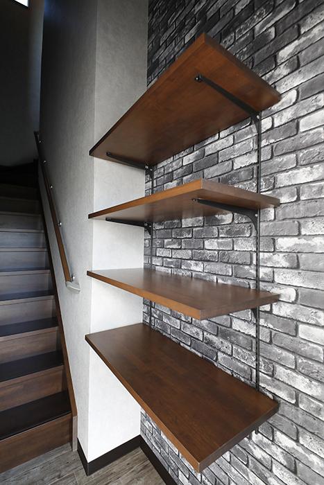 玄関の壁には、シューズ棚もあります。_MG_8418