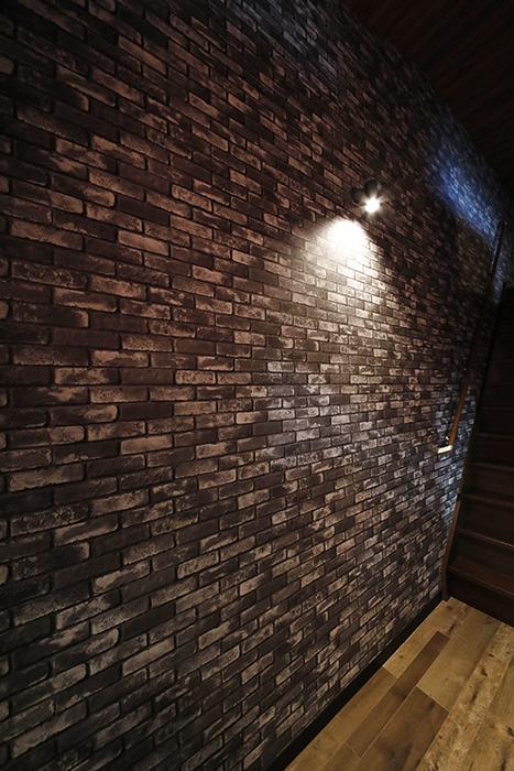 ライトアップされた<グレーレンガタイル柄>の壁面、かっこいいですよね(^_^)_MG_8490