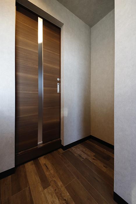 水廻りスペースへの入り口と冷蔵庫を置くスペースです。_MG_8528