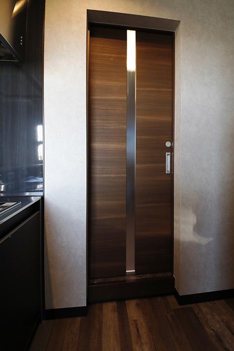 水廻りスペースには、キッチンスペースから出入りします。動線がシンプルです(^_^)_MG_8553
