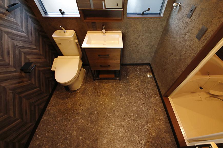 水廻りは、サニタリールームとして、バスルーム、洗面所、トイレが一体になっています。  海外のホテルにあるようなスタイルですね。_MG_8565