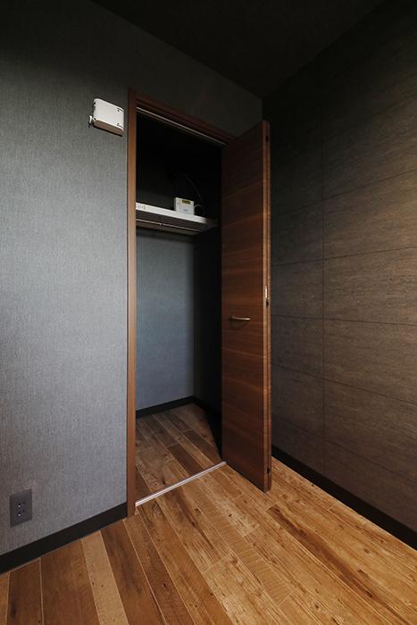 収納スペースの扉を開けたところです。_MG_8707