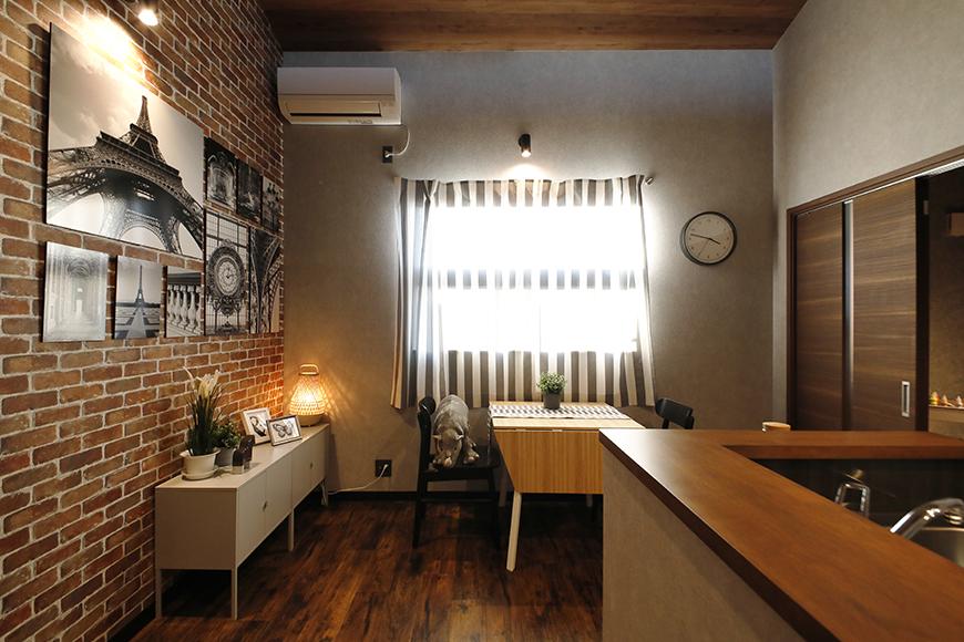 レンガタイルの壁面がかっこいい<ブッルックリンカフェスタイル>【ESPRESSP一宮】のリビング_MG_9184