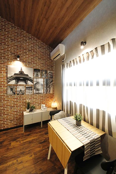 天井に貼られた木板柄のクロスもカフェ感のイメージ演出に一役買ってますね(^_^)_MG_9471