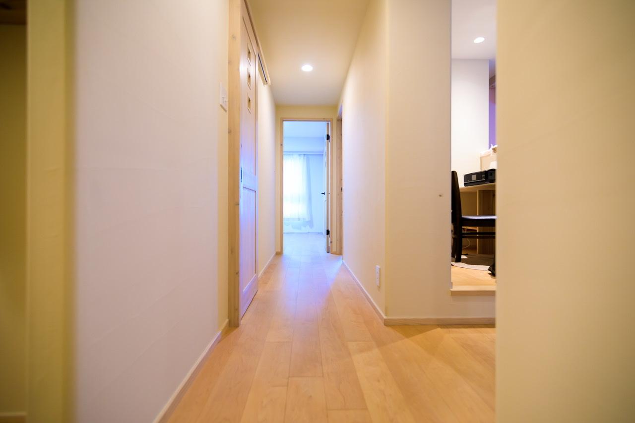 廊下とリビングを遮るドアがない
