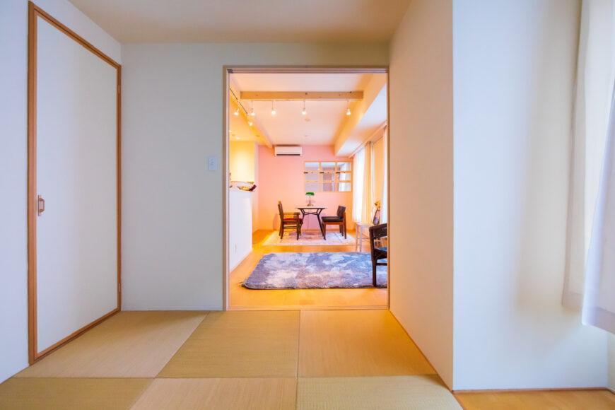和室から眺めるリビングルーム
