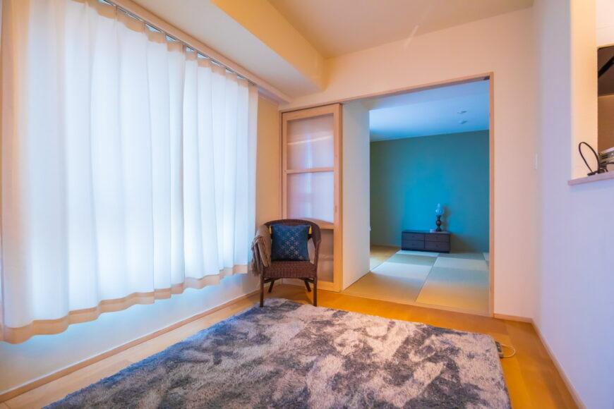 琉球畳の和室があるLDK