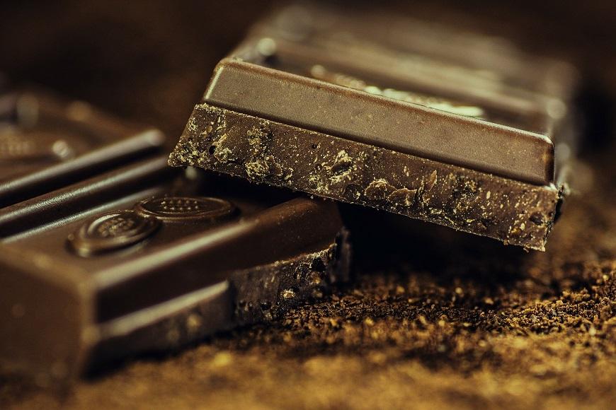 ブラックな苦みの板チョコ