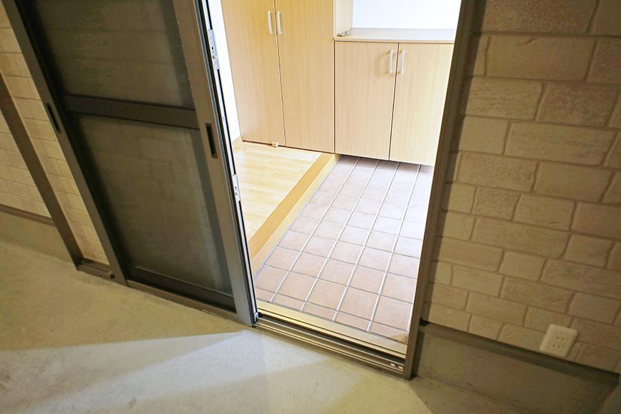 【センキ3】_ガレージから玄関へ繋がるドア_MG_9705