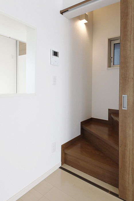 【RadIAnceさくら(レイディエンスさくら)】2階_LDK_3階への階段_MG_1027