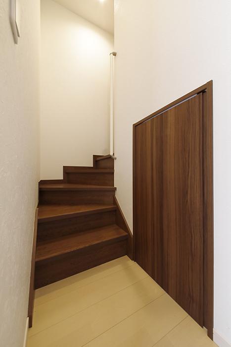 【RadIAnceさくら(レイディエンスさくら)】3階_廊下_アンダーロフトへのドア_MG_1201