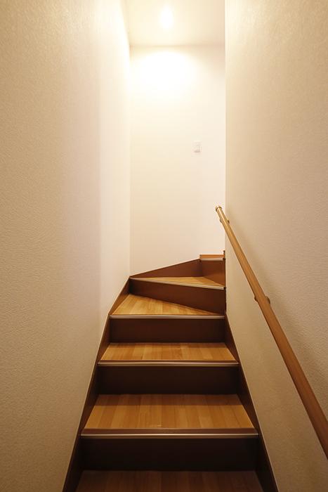 【センキ3】_1階から2階への階段_MG_9818